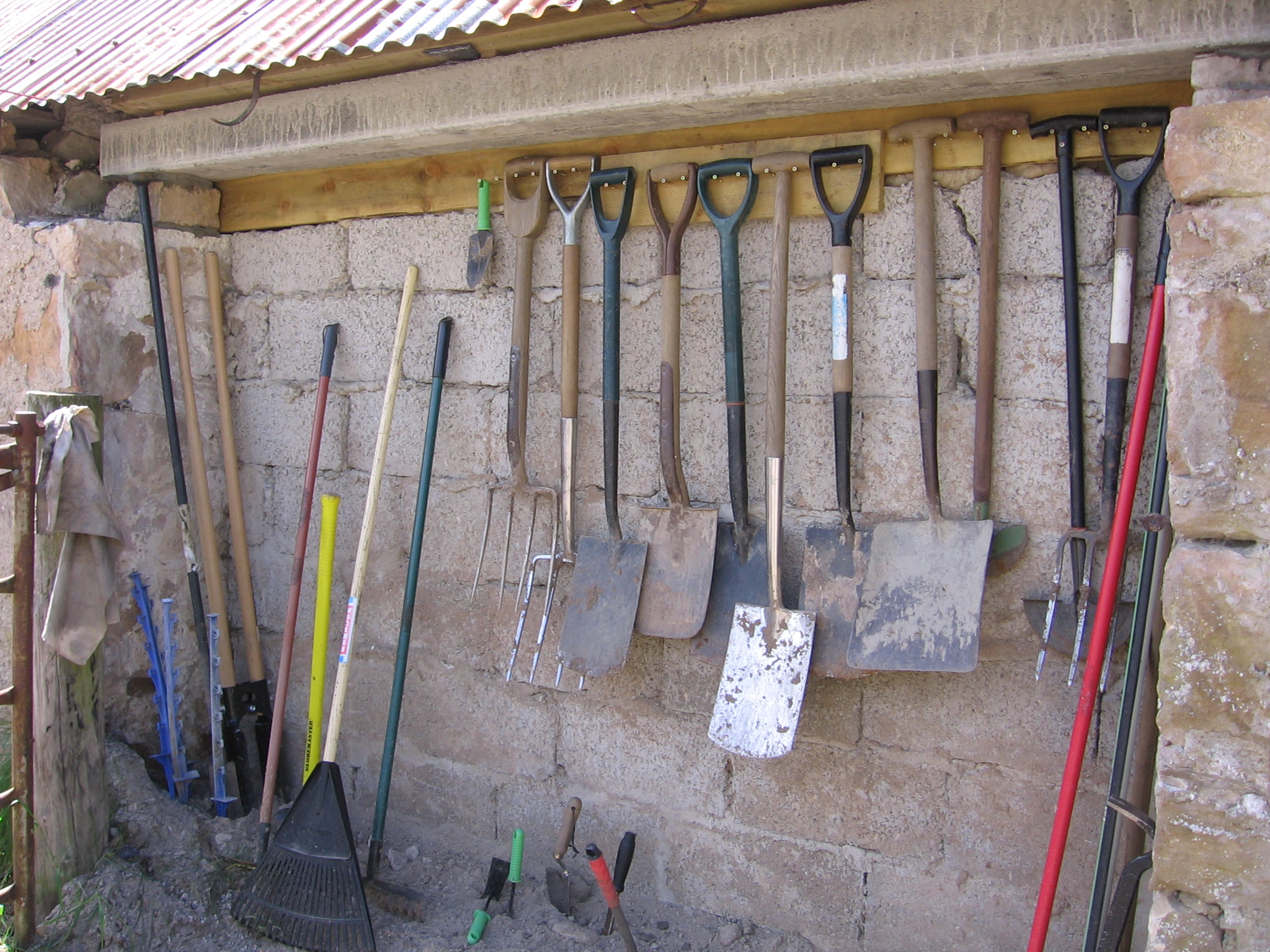 Hard Goods Garden Tools Buying Agency in Delhi